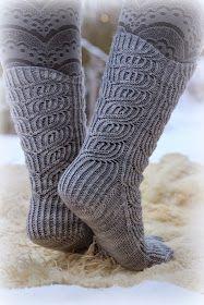 Tai ainakin Keksi-tädin sukkia. Tulipa taas kerran neulottua siis Cookie A:n sukat.         Mitä:  Marlene  / Cookie A.   Miten:  Pyöröpuik...