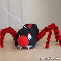 Did you ever notice how two egg carton cups joined together look just like a spider body? Paint them, add pipe cleaner legs, faces and an elastic thread and it becomes a bouncy puppet on a string. This makes a fun DIY toy for Halloween and it always feels great to be up-cycling something in craft don't you think? You will need: • Egg Cartons • Hole puch • Paints