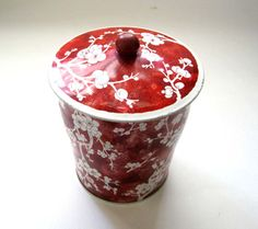 Vintage Tin Tea Tin Daher Made in England, Red White Floral, Tin Box, Metal Tin, Share the Love Vintage