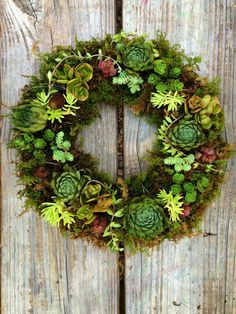 a talented student completes a beautiful succulent wreath at our Succulent Wreath Workshop... join our next class! www.southeastsucculents.com/classes