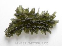 Vltavíny - přírodní skla se zajímavým povrchem. Vznikly při dopadu meteoritu před 14,5 mil. let na území Bavorska. Ten roztavil písek a vymrštil ho až 400 km daleko. Vltavíny se nacházejí v oblasti Jižních Čech, používají se jako šperky.