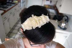 I finally managed to get some photos of the headband process . You need a lightweight fabric. I highly recommend thin china silk, which is w... Diy Wedding Headband, Diy Headband, Rosette Headband, Headband Styles, Cute Headbands, Fabric Headbands, Fabric Bows, Sewing Headbands, Diy Hairstyles