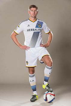 Your first look at Steven Gerrard in an LA Galaxy jersey Soccer Guys, Soccer Players, Soccer Stuff, Liverpool Football Club, Liverpool Fc, Herbalife, Formula 1, Steven Gerrard Liverpool, Stevie G