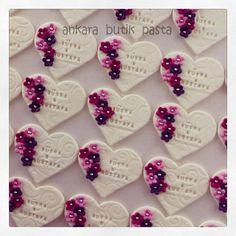söz-nişan kurabiyesi Fondant Cookies, Cupcake Cookies, Cupcake Toppers, Wedding Cookies, Wedding Favors, Engagement Cupcakes, Princess Cookies, Heart Crafts, Macaron