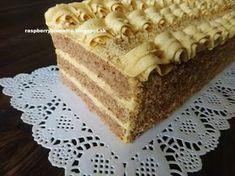 Veľmi jemné, mäkulinké a lahodné rezy so skvelou karamelovou plnkou. Rezy vyzerajú slávnostné ako menšia torta, prečo by torta musela ...