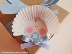 Someone you know having a baby? Clever baby embellishment for the package. Baby Shower Crafts, Baby Crafts, Baby Shower Favors, Baby Shower Games, Baby Shower Parties, Shower Gifts, Crafts For Kids, Baby Shawer, Baby Love