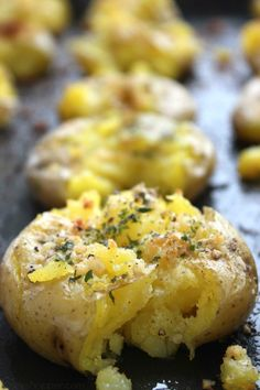 Garlic Parmesan Smashed Potatoes - loaded with awesome flavors and make for an easy side dish.