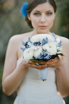 Blaue Accessoires für die Braut | Friedatheres.com