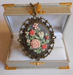 Hey, I found this really awesome Etsy listing at https://www.etsy.com/listing/209039611/flower-bouquet-necklace-handmade