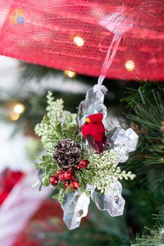 #cardinal #snowflake #kissingkrystals #redandwhite #redandgreen #redchristmasdecor #greenchristmasdecor #whitechristmasdecor #christmas #christmastime #christmasseason #christmasvibes #christmasspirit #christmasdecorating #christmasdecor #christmasdecorations #christmashome #christmasinspiration #christmasinspo #vermeersgardencentre