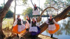 Girls in Rzeszowskie costumes