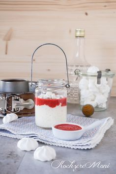 Milchreis mit Erdbeersoße und Meringue