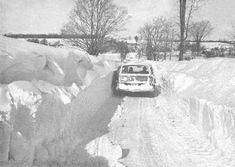 The Blizzard of happened 6 years before I was born but it was talked about my entire life by the people who lived thru it. Storm Images, Big Freeze, Lake George Village, Uk Weather, Winter Hiking, Upstate New York, Winter Storm, Northern Michigan, Natural Disasters