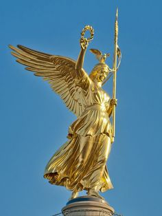 'GoldElse' - the statue of winged Victory on Berlin's Siegessäule