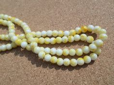 50 x Mottled Effect Glass Beads - Round - 6mm - Yellow