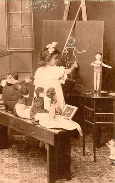 Vintage llittle girl playing pretend art class with her dollies. This is so precious! Vintage Children Photos, Vintage Pictures, Old Pictures, Vintage Images, Old Photos, Vintage Abbildungen, Vintage School, Vintage Girls, Vintage Illustration