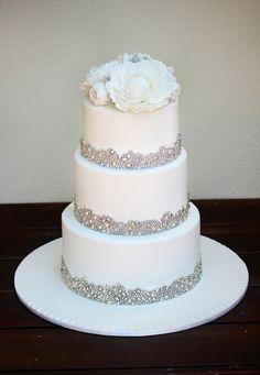 Round Wedding Cakes - OMG! LOVE, LOVE, LOVE that pearl border!