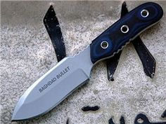 Sweet Knife!! Would like to know who made this one ..... if anyone knows please :)
