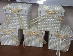 E aí estão as queridinhas que todos amam...Encomendas WhatsApp  (21) 964066725 #casamento #noivas #amomeutrabalho #15anos #caixasespeciais #caixassofisticadas #caixas #caixasdecoradas #caixa #mimos #caixascompérolas #artesanatos #amocaixas #ateliefazeaconteceartes #caixasperoladas #caixinhas #caixascomperolas #perolas