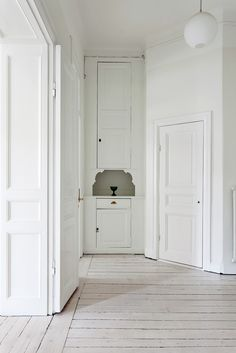 45 Amazing Whitewashed Floors Décor Ideas : 45 Amazing Whitewashed Floors  Décor Ideas With White Wooden Wall And Door And Chandelier