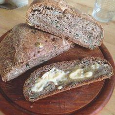 Für ein Low Carb und Paleo Eiweiß Brot Vorbereitungszeit ca. 15 Min. - Garzeit ca. 70 Min. Zutaten: 350ml Wasser 400g Mandelmehl oder ganze Mandeln beim Thermomix 40g Flohsamenschalenpulver 6 Eiklar 3 Teelöffel Salz 100g…