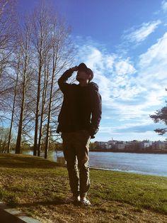 @BTS_twt : 즐거운 여행 다녀왔습니다 #JIMIN[Jimin] Trans @BTS_twt : I've come back from an enjoyable trip #JIMIN[Jimin] @BTS_twt : 김라이언맥긴리 #a컷 #누군지맞춰봥[V] Trans @BTS_twt : Kim Ryan McGinley #acut #Guesswhot…