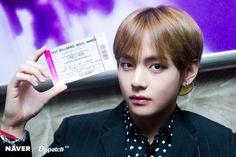 BTS V at Billboard Music Awards 2017 photoshoot by Naver x Dispatch Seokjin, Namjoon, Daegu, Jung Hoseok, Billboard Music Awards 2017, Taehyung 2017, Bts Dispatch, Taehyung Photoshoot, Bts Twt