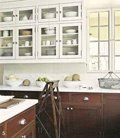 light upper/dark lower cabinets