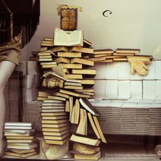 Gotta love this Bookman! Window display at Harvey Nichols in Manchester. Harvey Nichols, I Love Books, Books To Read, My Books, Book Art, O Ritual, Book Sculpture, Book People, Library Displays