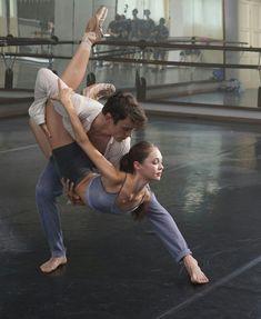 Ballet Art, Ballet Dancers, Dance Photos, Dance Pictures, Ballet Couple, Parejas Goals Tumblr, Thomas Doherty, Ballet Dance Photography, Dance Movies