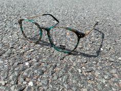 NEW ARRIVALS Wir sind verliebt in diese Brille! Die grün-grau marmorierte Front wird von zwei goldenen Bügeln eingefasst. Besonders im Sonnenlicht zeigen sich die schönen Farben im Kunststoff-Rahmen.  #Brille #whynot #whynoteyewear #optiker #sehstärke #youngfashion #glasses #eyewear #kobergtente Round Glass, Eyewear, Glasses, Sunlight, In Love, Eyeglasses, Frame, Sunglasses, Eye Glasses