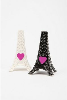 eiffel tower salt and pepper shakers love the hearts Salt N Pepa, Paris Home Decor, Paris Tour, Vintage Kitchen Accessories, Salt And Pepper Set, Salt Pepper Shakers, My New Room, Household Items, Spice Things Up