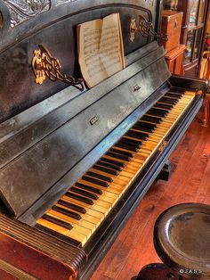 Old Old Old piano