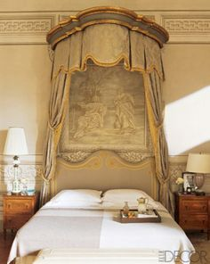 bedroom in the century Tuscan villa owned by Leonardo and Maria Beatrice Ferragamo Designers Francesca Garagnani and Carlo Ludovico Poccianti ft in Elle Decor (April source: athoughtfuleye Dream Bedroom, Home Bedroom, Bedroom Decor, Master Bedroom, Bed Crown, French Bed, Belle Villa, Tuscan Decorating, French Decor