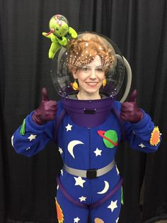 Miss Frizzle cosplay! More - COSPLAY IS BAEEE! Tap the pin now to grab yourself some BAE Cosplay leggings and shirts! From super hero fitness leggings, super hero fitness shirts, and so much more that wil make you say YASSS! Halloween Cosplay, Fall Halloween, Halloween Party, Halloween Costumes, Halloween Ideas, Group Halloween, Halloween 2018, Epic Cosplay, Amazing Cosplay