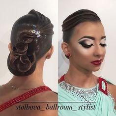 Красотка @ekaterinadanilevich  Вallroom hairstyle and make-up by Darya Stolbova Имидж-студия @artecreo Запись/Booking: +7 (977) 804-22-01 / Direct. #ballroom #ballroommakeup #ballroomhairstyle  #artecreo #артекрео #stylistStolbova