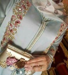 قبل متخيطي شي جلابة للمناسبات ..شوفي هاد الموديلات الجديدة كتحمق - موقع يالالة Hijab Fashion, Fashion Dresses, Ramadan Gifts, Moroccan Dress, Party Looks, Beauty Skin, Embroidery Designs, Chic, My Style