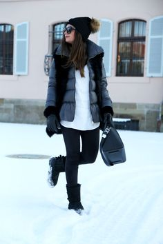 outfit-winter-look-ugg-boots-moncler-coat