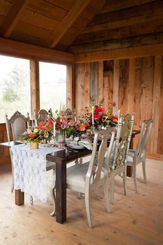 """Fall-inspired table decor filled with dahlias and roses 