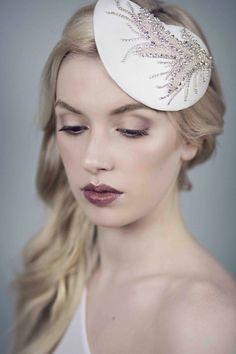 Etsy en https://www.etsy.com/es/listing/245830699/crystal-beaded-headpiece-satin-silk