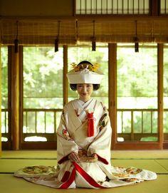 **カラー別色打掛の魅力**【白打掛特集】 | 和装レンタル | 京都の神社結婚式や和装レンタル、和装前撮りなら京都タガヤ和婚礼で。和婚のプロがお二人の和の結婚式を総合プロデュースいたします。和装レンタルから前撮り、神社結婚式からお食事会・披露宴まですべてお任せいただけます。