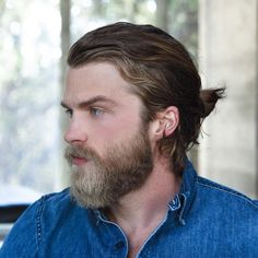 Longer hair for men has become mainstream and with it came the man bun. What is a man bun? Well, it's a cool alternative to the ponytail for pulling long hair up and back. A bun it Top Hairstyles For Men, Man Bun Hairstyles, Popular Mens Hairstyles, Pulled Back Hairstyles, Cool Mens Haircuts, Crazy Hairstyles, Men's Hairstyle, Man Bun Undercut, Man Bun Styles