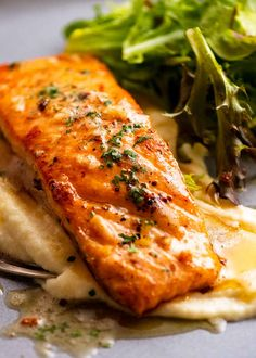 Garlic Butter Salmon on a plate with creamy cauliflower puree Sauce For Salmon, Salmon And Shrimp, Garlic Salmon, Butter Salmon, Quick Salmon Recipes, Fish Recipes, Seafood Recipes, Cooking Recipes, Yummy Recipes
