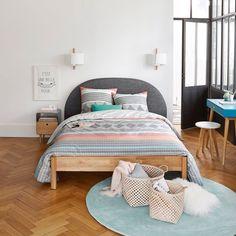 Un look rétro revisité pour ce chevet en bois et métal peint, qui prendra place dans votre chambre, ultra pratique avec son tiroir et sa niche !