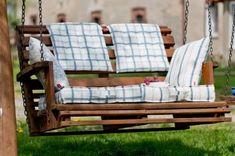 Checkered pillows in the garde. Spring in the garden Porch Swing, Outdoor Furniture, Outdoor Decor, Spring Decorations, Pillows, Garden, Interior, Ikea, Inspiration