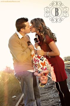 Cute Family Photo family pictures www. creative family portrait, family photo ideas photography inspiration, family story, C. Family Shoot, Family Posing, Family Portraits, Image Photography, Family Photography, Photography Poses, Poses Photo, Picture Poses, Picture Ideas