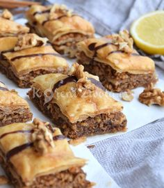 Recept na tradiční arabskou baklavu se šťavnatým sirupem a ořechy. Apple Pie, Desserts, Recipes, Food, Hampers, Tailgate Desserts, Deserts, Essen, Postres