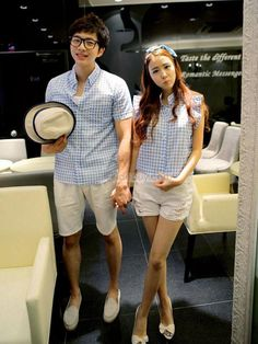 korean couples fashion Here is a blog where I just post korean couple's fashion… Matching Couple Outfits, Matching Couples, Cute Couples, Ulzzang Fashion, Asian Fashion, Couple Tees, Korean Couple, Ulzzang Couple, Fashion Couple