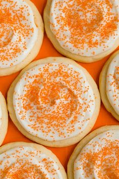 Orange Creamsicle Sugar Cookies from Cooking Classy. Orange creamsicle is one of my ALL TIME favorite tastes and sugar cookies are a favorite food, so this should put me in sweet treat bliss! Yummy Cookies, Cupcake Cookies, Sugar Cookies, Yummy Treats, Cookies Et Biscuits, Sweet Treats, Yummy Food, Orange Cookies, Cream Cookies