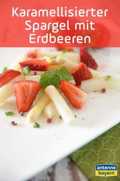 Rezept für karamellisierten Spargel mit Erdbeeren. Spargel als Nachtisch? Aber sicher doch! Und zwar mit saftigen Erdbeeren und Vanilleeis! Lasst es euch schmecken! #spargel #erdbeeren #rezept Smoothie, Cantaloupe, Food Blogs, Fruit, Strawberries, Food And Drinks, Food Food, Smoothies